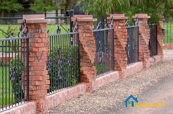 Mẫu tường rào có trụ gạch kiểu soắn
