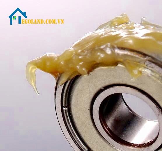 Mỡ chịu nhiệt gồm có 3 thành phần chủ yếu là dầu gốc, chất phụ gia, chất làm đặc