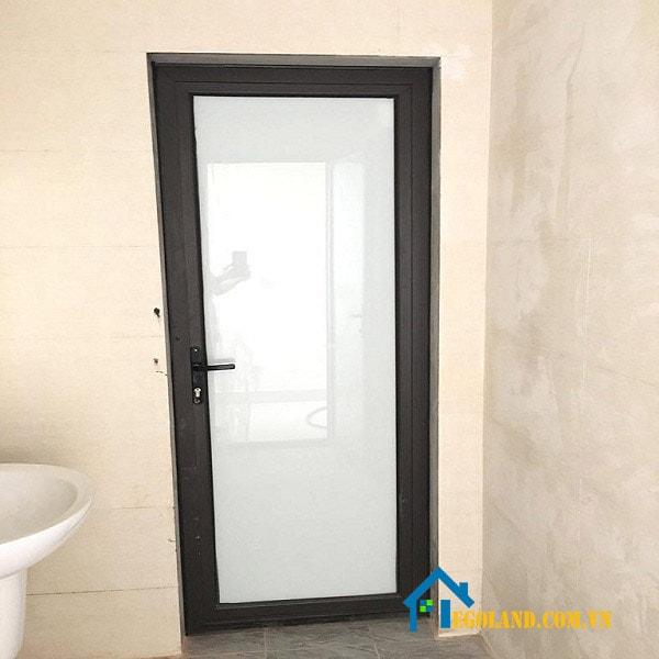 Người ta cũng thiết kế nên nhiều kiểu dáng, chất liệu hơn cho cửa nhà vệ sinh