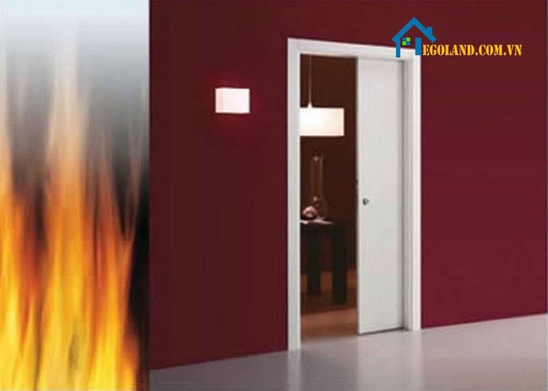 Công dụng của cửa chống cháy là ngăn không cho đám cháy lây lan