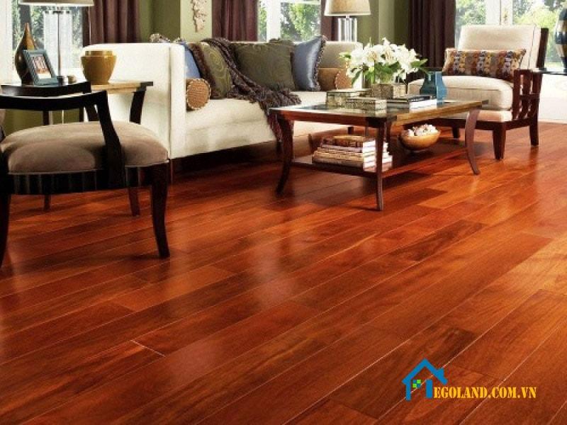 Sàn gỗ tự nhiên sẽ bị thay đổi hình dáng như co ngót, giãn nở theo điều kiện thời tiết