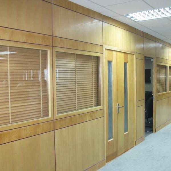 Vách ngăn phòng ngủ bằng gỗ công nghiệp