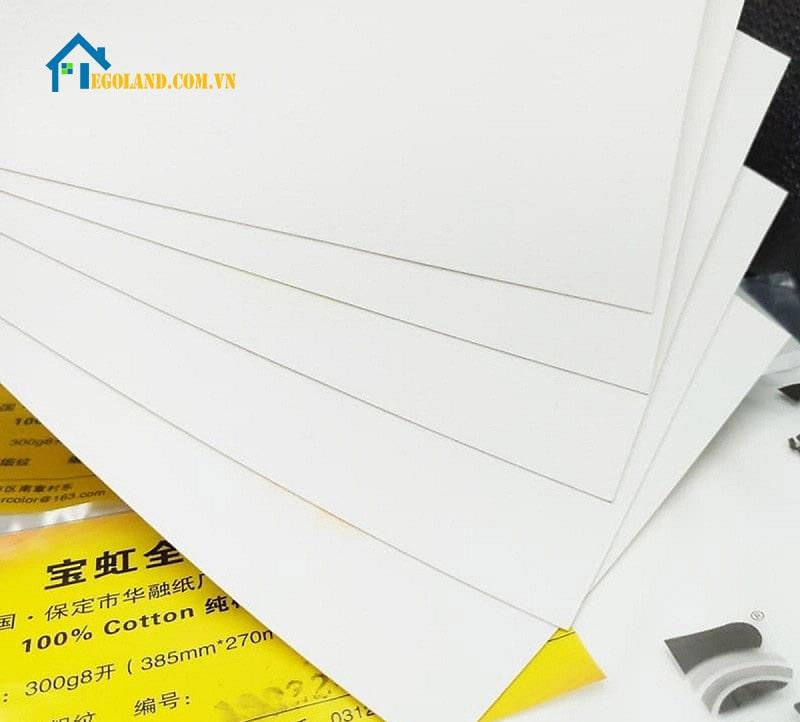 Giấy vẽ màu nước Baohong là loại giấy khá ăn khách trong nhiều năm gần đây