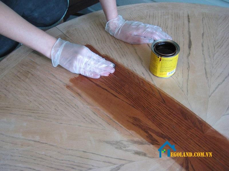 Người dùng trước tiên nên xử lý bề mặt sản phẩm thật sạch sẽ