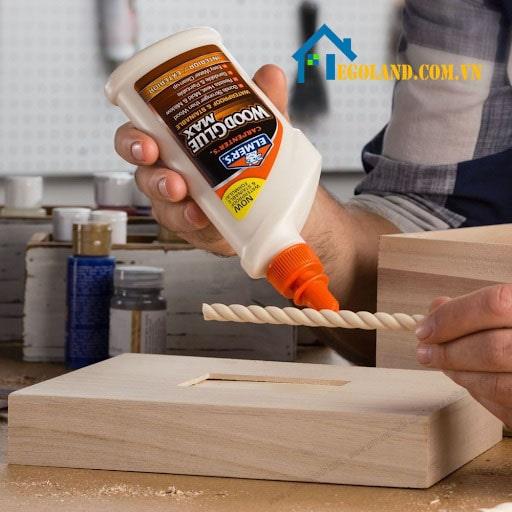 Sử dụng keo công nghiệp để dán gỗ có độc không?