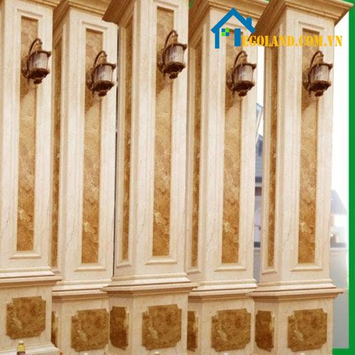 Mẫu cột nhà vuông ốp đá vàng phào chỉ với những họa tiết cầu kỳ giúp không gian có được sự đẳng cấp và sang trọng nhất