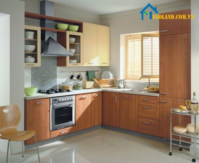 Mẫu nhà bếp đơn giản với tông màu nâu làm chủ đạo