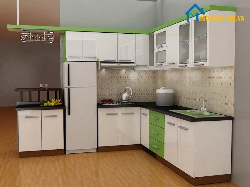 Mẫu nhà bếp nông thôn đơn giản với hệ thống tủ bếp màu trắng pha xanh lá cây tươi mát