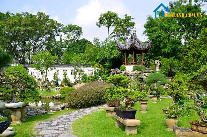 Sân vườn mang phong cách Trung Quốc được thể hiện khá rõ về nguyên lý ngũ hành âm dương