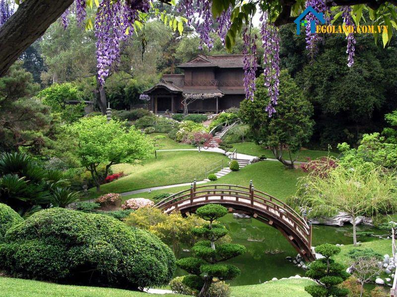 Sân vườn theo kiểu Nhật thường hợp những người lớn tuổi, trung niên thích yên tĩnh
