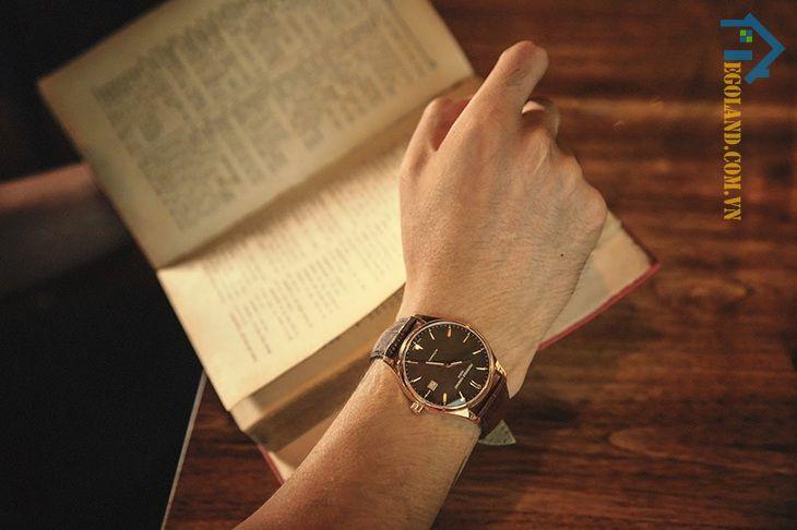 Đồng hồ đeo tay là món quà mà nhiều phụ nữ lựa chọn để dành tặng cho người yêu hay chồng của mình
