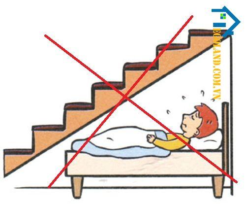 Kiêng kỵ kê giường dưới gầm cầu thang