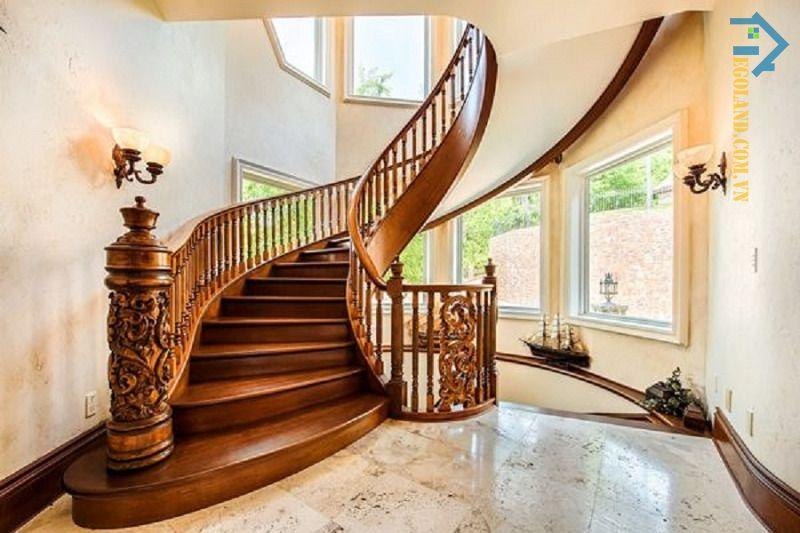 Mẫu 4 cầu thang kính tay vịn gỗ vuông đẹp