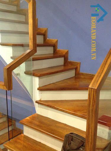 Mẫu 9 cầu thang kính tay vịn gỗ vuông đẹp