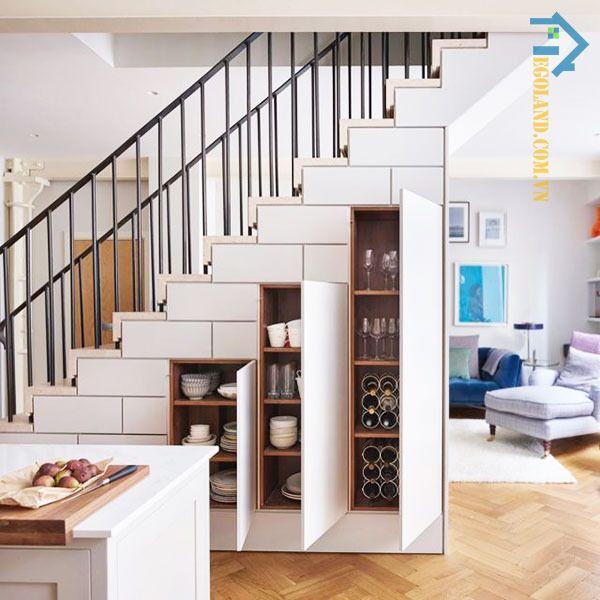 Mẫu tủ đựng bát chén thiết kế âm tường dưới gầm cầu thang phòng khách
