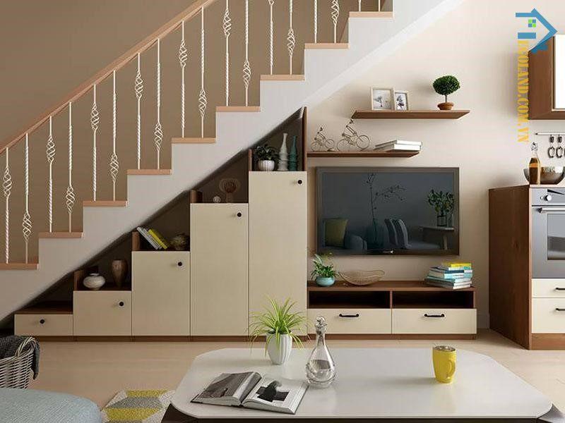 Mẫu tủ kệ tivi gầm cầu thang thiết kế đơn giản với tông màu trắng pha lẫn nâu