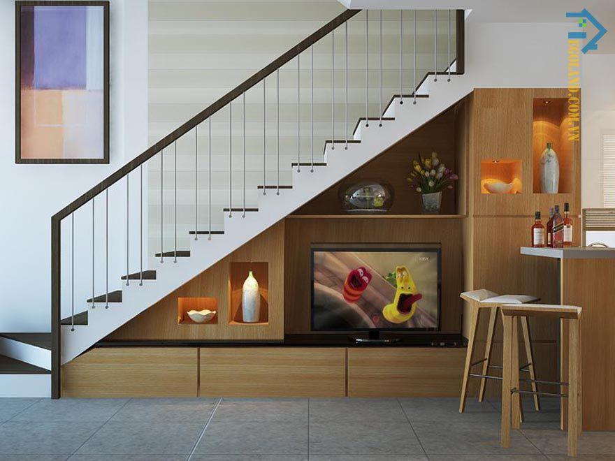 Mẫu tủ kệ tivi gầm cầu thang thiết kế hài hòa với tổng thể không gian