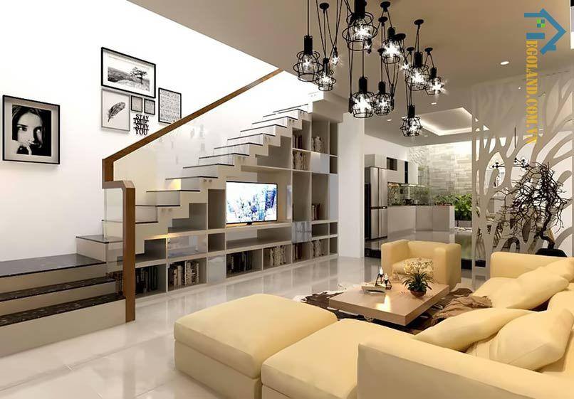 Mẫu tủ kệ tivi gầm cầu thang thiết kế hiện đại, tinh tế với gam màu trắng làm chủ đạo
