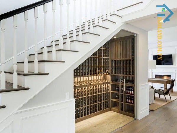 Mẫu tủ rượu dưới gầm cầu thang sang trọng