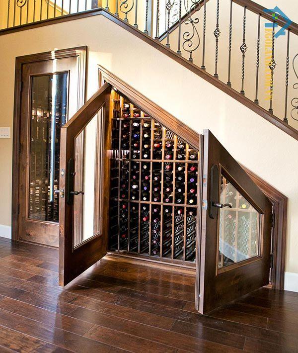 Mẫu tủ rượu dưới gầm cầu thang theo phong cách cổ điển
