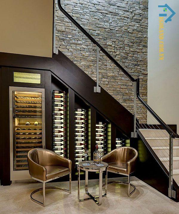 Mẫu tủ rượu dưới gầm cầu thang theo phong cách hiện đại