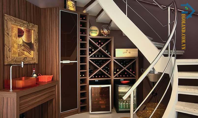 Mẫu tủ rượu gầm cầu thang nhỏ xinh cho căn nhà có diện tích hạn chế