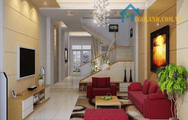 Phòng khách ấm áp và gần gũi 5m có cầu thang