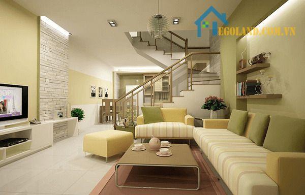 Phòng khách nhà ống 5m có cầu thang đẹp nhẹ nhàng, thơ mộng