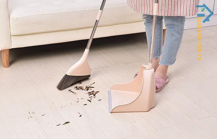 Sử dụng chổi mang từ nhà cũ đến để quét nhà mới chính là giữ lại những điều không may và sự đen đủi trước đây