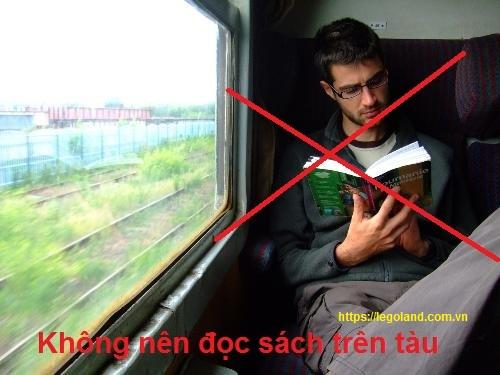 Tại sao không nên đọc sách ở nơi thiếu ánh sáng trên tàu xe bị xóc nhiều
