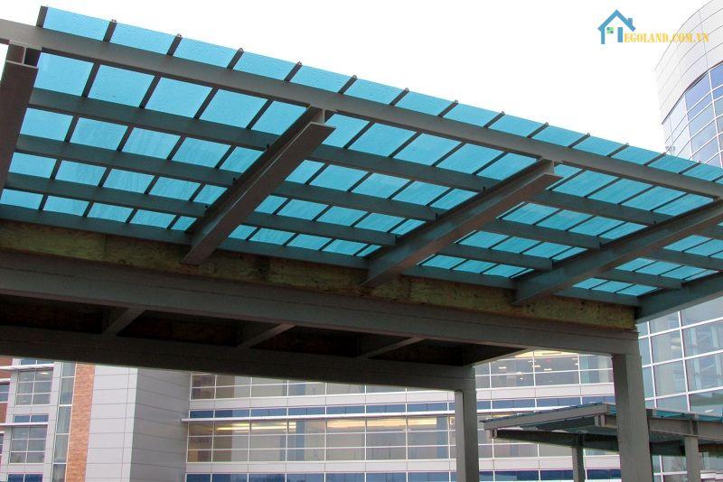 Canopy polycarbonate thường được ứng dụng trong những công trình xây dựng với quy mô lớn