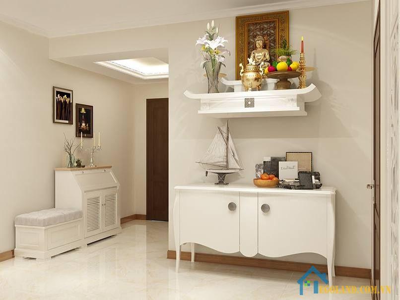 Để giúp không gian bàn thờ có được sự trang nghiêm, rộng rãi thì gia chủ cần phải có tạo được sự hài hòa về ánh sáng và màu sắc
