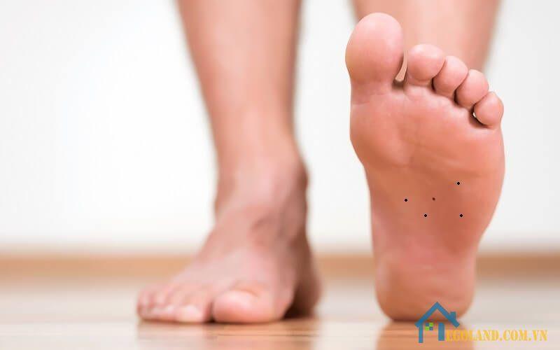 Nốt ruồi ở lòng bàn chân trái Nam giới
