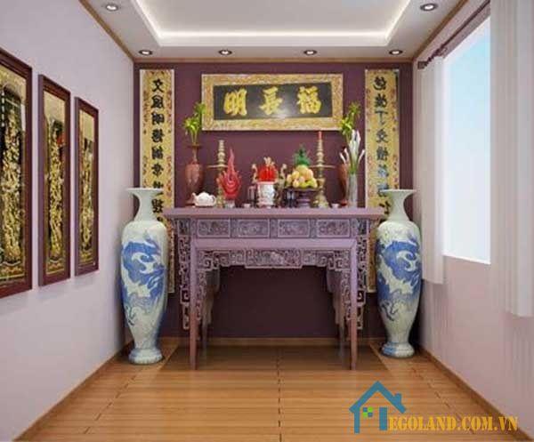 Theo quan niệm phong thủy, vị trí đặt bàn thờ trong nhà ống phải là nơi trang nghiêm và có không gian yên tĩnh