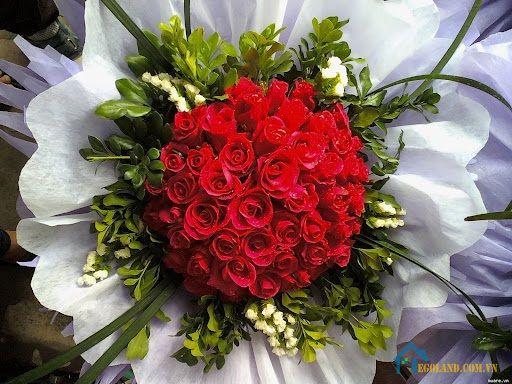 Tặng hoa là phổ biến nhất