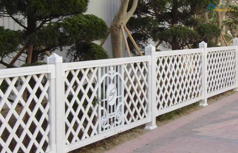 Mẫu hàng rào sắt đan chéo hiện đại