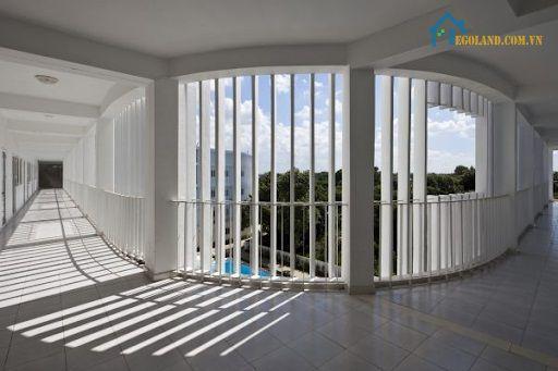 Lam chắn nắng bê tông dễ dàng sử dụng và được sản xuất từ những nguyên liệu có sẵn