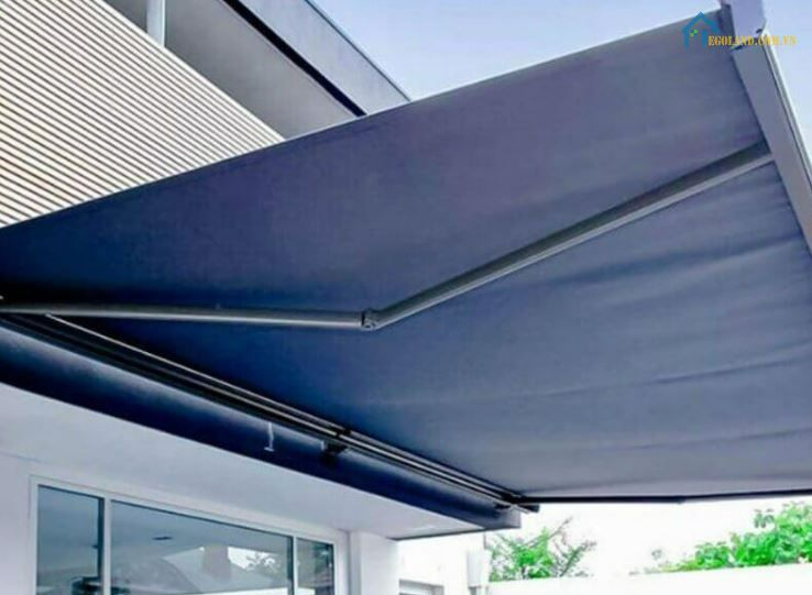 Mái che sân thượng bằng rèm cuốn