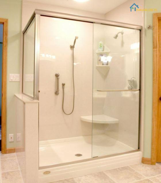 Vách kính nhà tắm cửa lùa có những loại nào