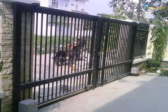 Mẫu hàng rào sắt có bánh xe