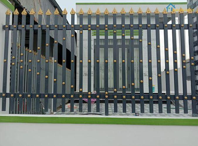 Mẫu hàng rào sắt đen mũi giáo