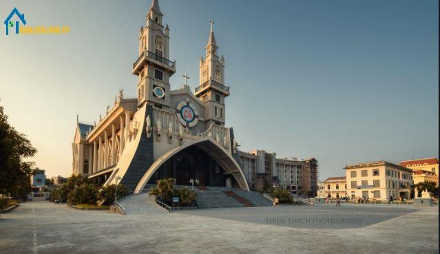 Nhà thờ chính tòa Thái Bình là cơ sở hạ tầng trong kiến trúc thượng tầng