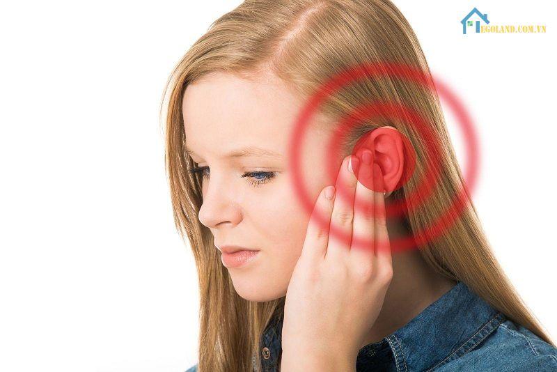 Ù tai trái hay ù tai phải đều mang ý nghĩa riêng biệt