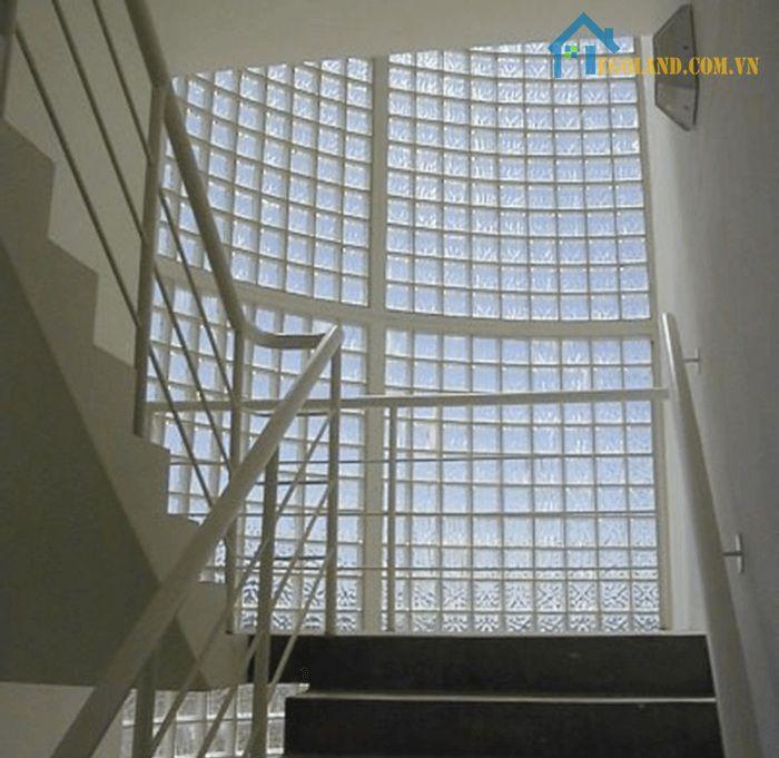 Gạch kính lấy sáng cầu thang trong