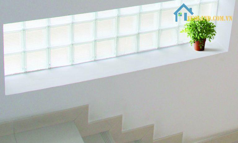 Gạch kính lấy sáng cầu thang dạng trơn