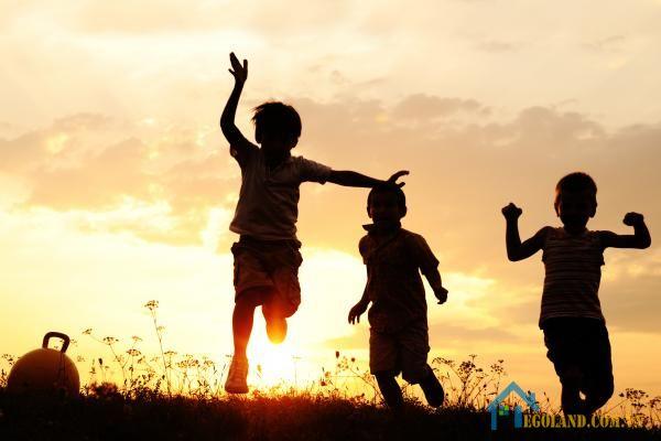 Mơ thấy trẻ con đang vui đùa là điềm tốt